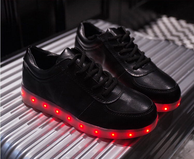 2016 LED chaussures 7 couleurs LED casual shoes lumineux chaussures hommes  et femmes mode baskets USB light pour les adultes-in Men s Casual Shoes  from ... b35edd0ddbb0