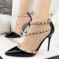 2016 NOVA Mulher De Salto Alto Sapatos de Fivela Rebites Saltos Nuas Sapatos de Casamento Vestido de Senhoras Sexy Apontou Bombas Dedo Do Pé