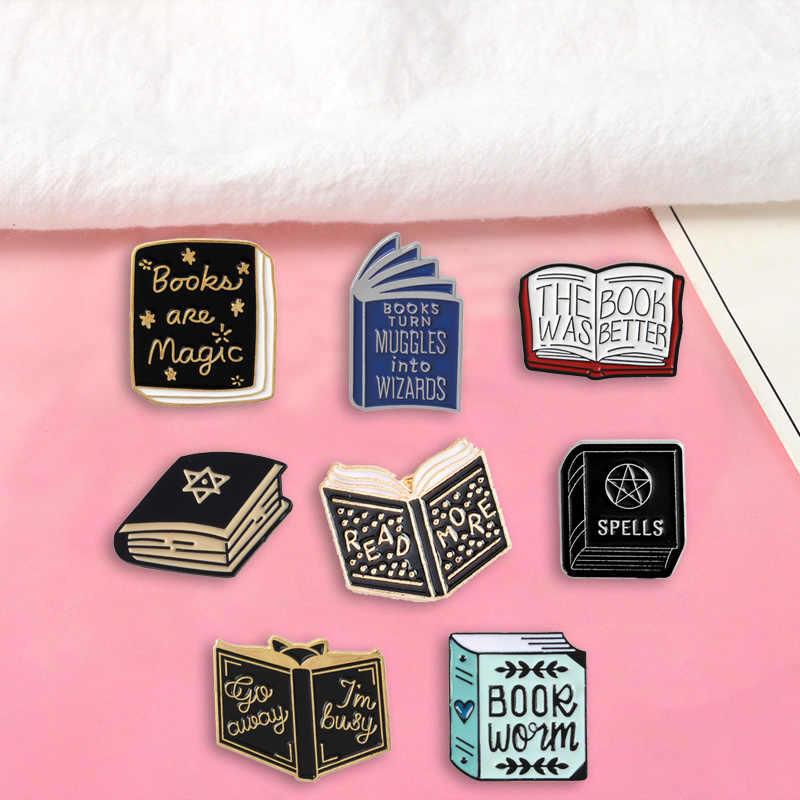 หนังสือ Magic ป้ายเข็มกลัดหนังสือ Denim Enamel lapel pins ของขวัญการเรียนรู้สำหรับครูนักเรียนเครื่องประดับขายส่ง