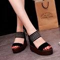 Женщины повседневная обувь клин высокой пятки сандалии с полосатый матовый дизайн женщин вскользь сандалии женщина платформы пип-ноги обувь