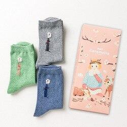 OLN caja de regalo Otoño Invierno lindo dibujo pollito patrón mujeres calcetines de algodón para mujer moda hi series marea calcetines 3 par/bolsa EU36-46