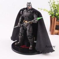 DC комиксов фигурка Бэтмен vs Супермен на заре справедливости Бэтмен в доспехах фигурку освещения глаза игрушки 17 см KT4742