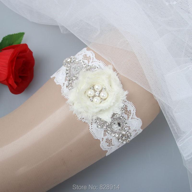 Velkoobchod nový originální design bílý ošuntělý šifon květinový krajkový svatební podvazek pro svatební podvazek ručně s kouzly