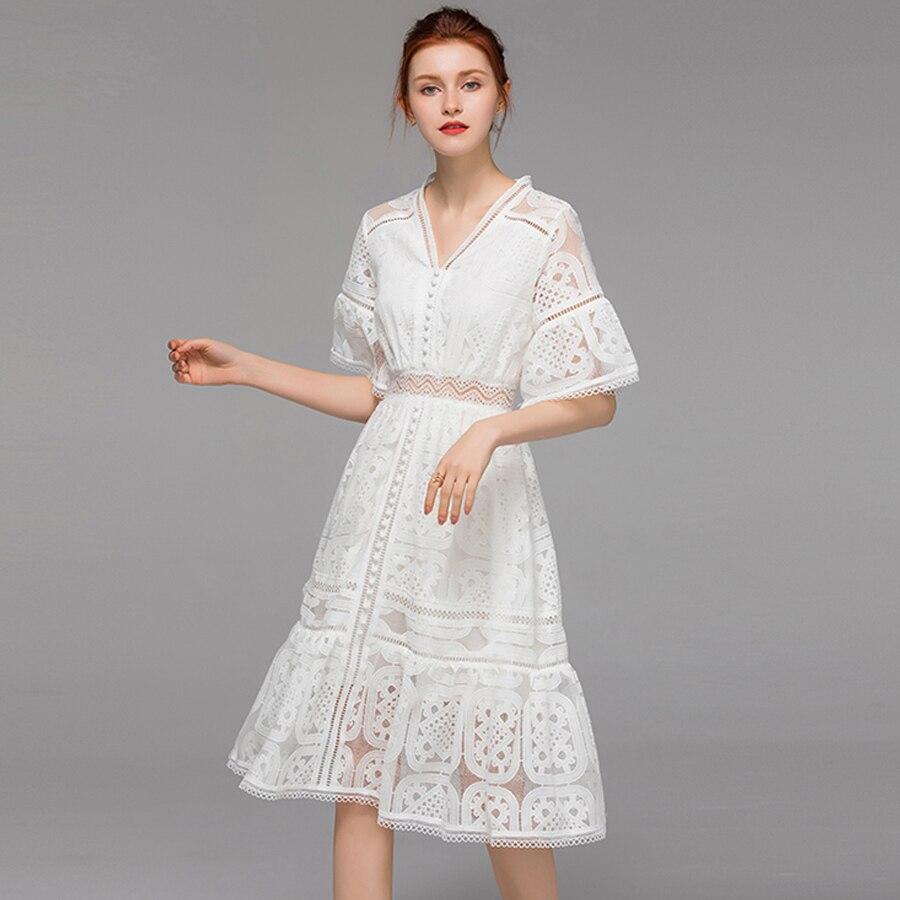 VERDEJULIAY الفاخرة الأبيض اللباس 2019 الصيف جديد المرأة مضيئة كم الجوف خارج الخامس الرقبة الكشكشة ضئيلة التطريز الركبة طول اللباس-في فساتين من ملابس نسائية على  مجموعة 1