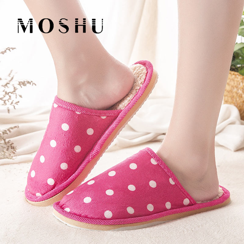 все цены на Winter Women Cotton Slippers Fashion Lovers Couple Slip Home Slipper Fur Soft Warm Polka Dot Casual Flat Shoes For Woman