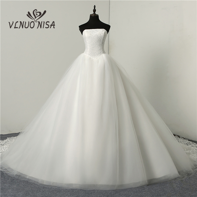 Us 39 2 30 Off Fashion Simple Classic Ball Gown Off White Wedding Dress Lace Up Sweet Strapless Sleeveless Vestido De Noiva Lace Appliques In