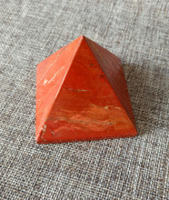 Natural crystal red jasper pyramid energy healing(1PC)