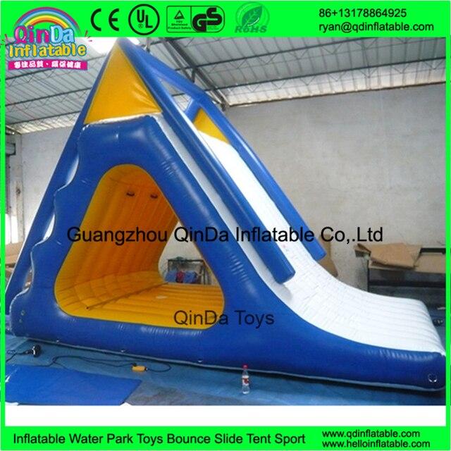 Новый стиль высокое качество красочные надувные треугольник воды вышибала слайд восхождение слайд, водные спортивные игры
