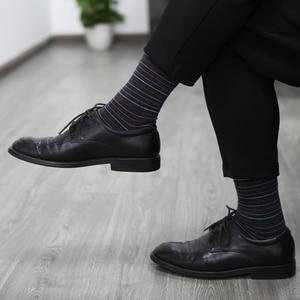 Image 4 - Chaussettes assorties en coton pour hommes, de couleur, pour robe daffaires, décontracté, longues, amusantes (5 pièces/lot)