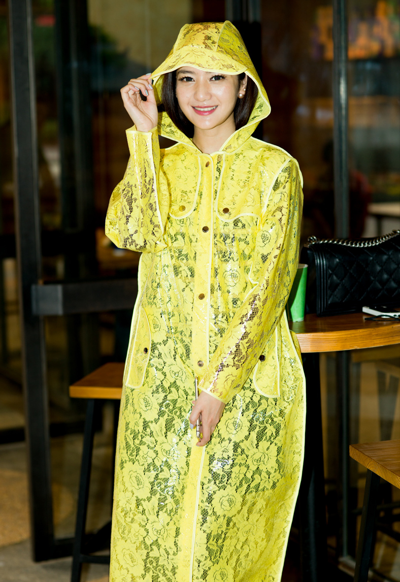 ФОТО Fashion Lace Womens Long Trench Raincoats Yellow burberry_ women Hooded Woman Cloak Pink Waterproof Girls Clothes with Sleeves