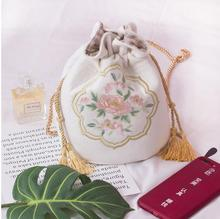 Angelatracy 2019 Lady Chinese Vintage Fresh Floral Embroidery Flower Ruched Drawstring Chain Women Crossbody Shoulder Bucket Bag недорго, оригинальная цена