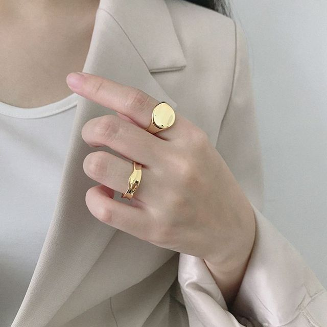 Silvology 925 Sterling Zilver Glossy Concave Sureface Ringen Ronde Hoge Kwaliteit Geavanceerde Model Ringen voor Vrouwen Nieuwe Kantoor Sieraden