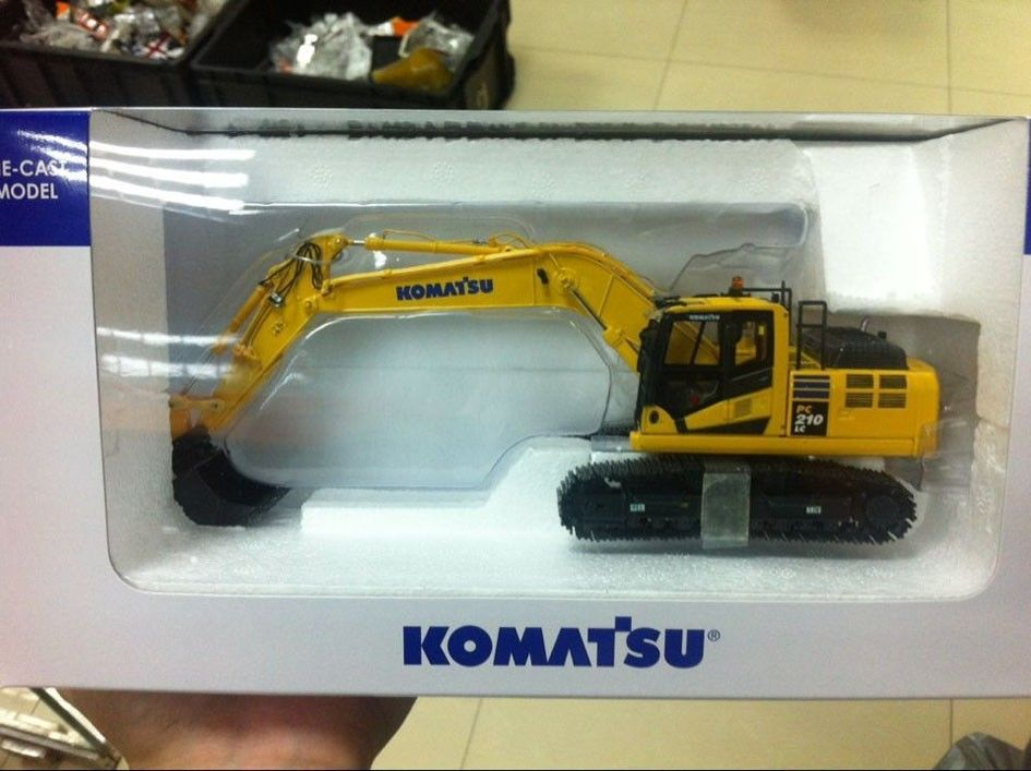 New in box Komatsu PC210LC-10 Excavators 1:50 First Gear UH - Construction vehicles lc 1 pc 1838