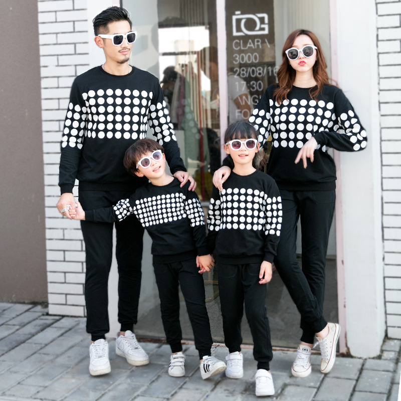 Mother And Son New Year Sweater Family Matching Outfits 2019 Spring Winter Baby Girl Clothes Family Tshirts Father Baby Clothes