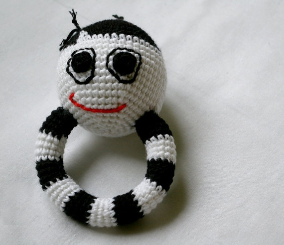Baby rattle smiley face – Black white rattling toy – White/black baby teething, sensory color contrast baby rattle – Unique