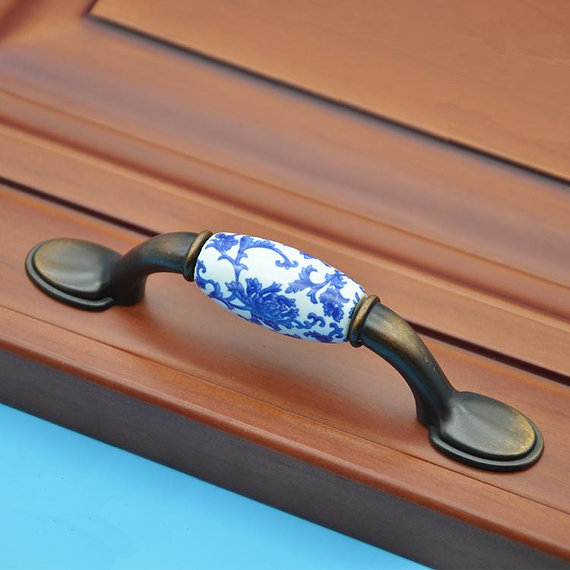 Dresser Pulls Drawer Pull Handles Knobs / Blue Flowers Cabinet Door Handle Pull Knob / Porcelain Kitchen Cupboard Hardware porcelain kitchen cabinet door knobs pull handle dresser knob drawer pulls handles knobs white gold knob pull furniture hardware