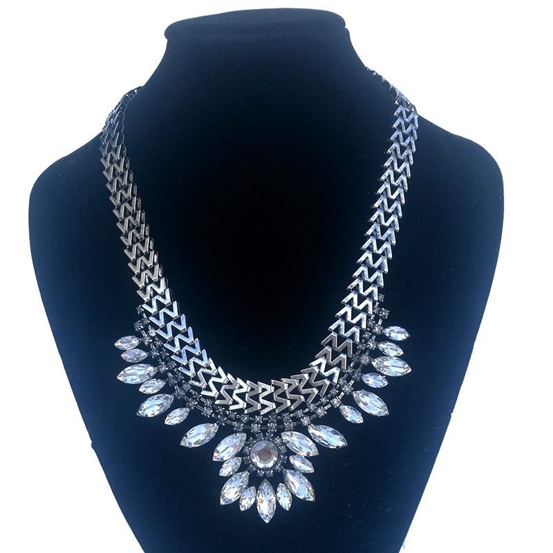 Marte&joven Bohemia Summer Style Collar Flower Statement Necklace Romantic Gold Color Blue Rhinestone Womens Necklace Modern And Elegant In Fashion Necklaces & Pendants