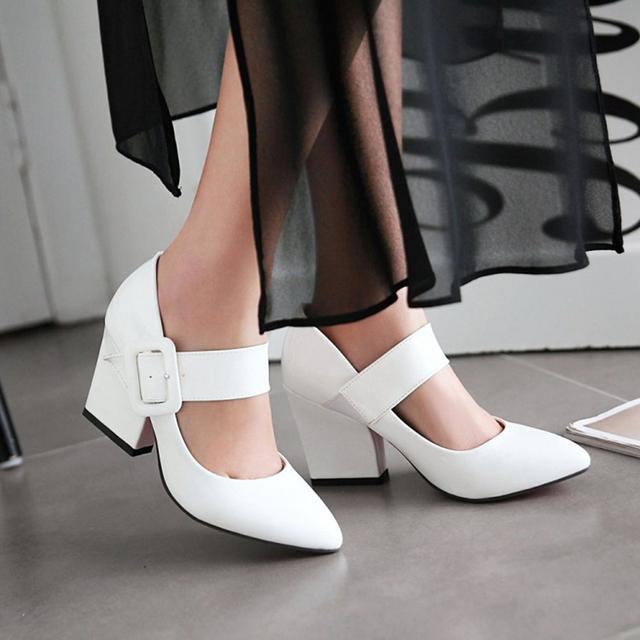 La primavera Y El Otoño de Las Mujeres Bombean Los Zapatos de Cuero Japanned Solos zapatos de Moda Femenina Dulce Dedo Del Pie Puntiagudo Blanco zapatos de Tacón Alto Del Talón Grueso Vintage