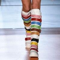 Новые модные зимние женские ботинки до колена женские красочные ремень Сапоги и ботинки для девочек круглый носок пряжки ремня лоскутное С