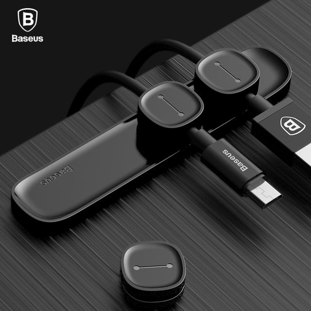 Magnetický držiak káblov USB na stôl