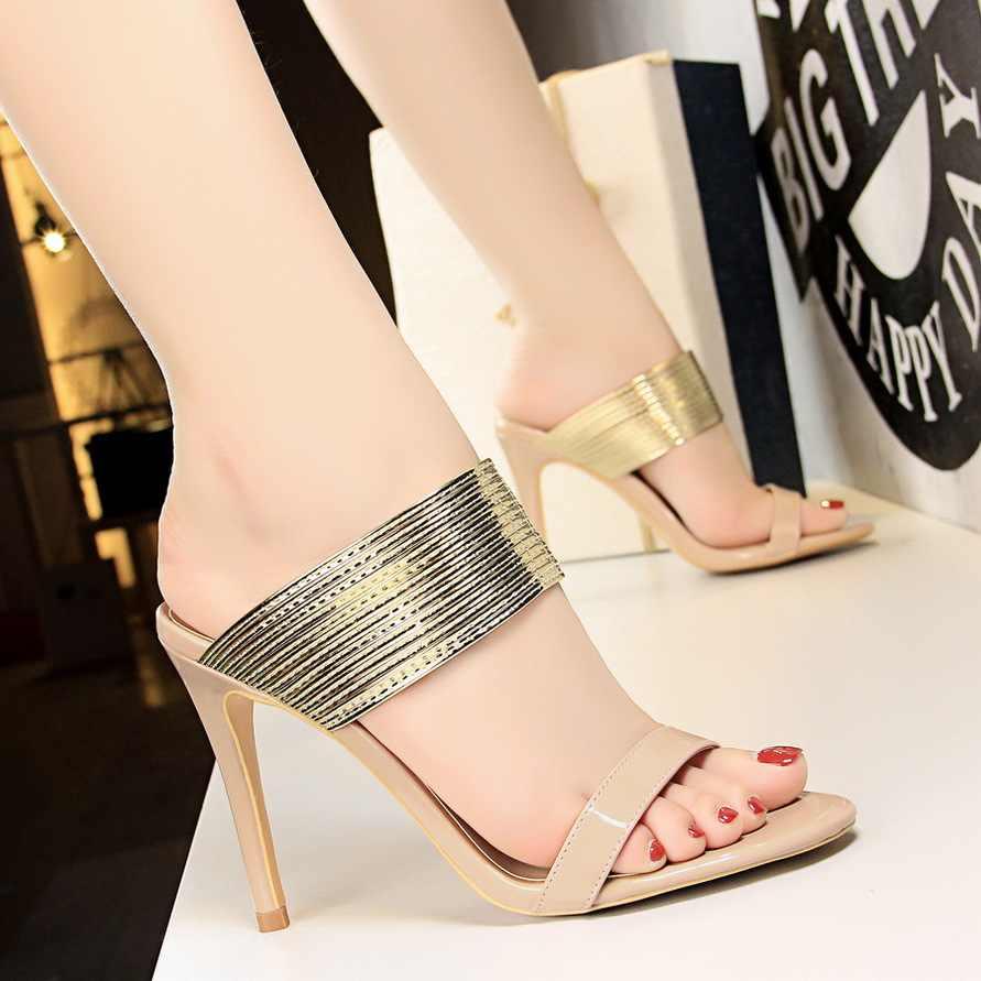 2019 Retro Kadın Moda Stiletto Yüksek Topuk Kadın Ayakkabı, Metal Kayış Sandalias Rahat Bayanlar Terlik Burnu açık Lüks Ayakkabı