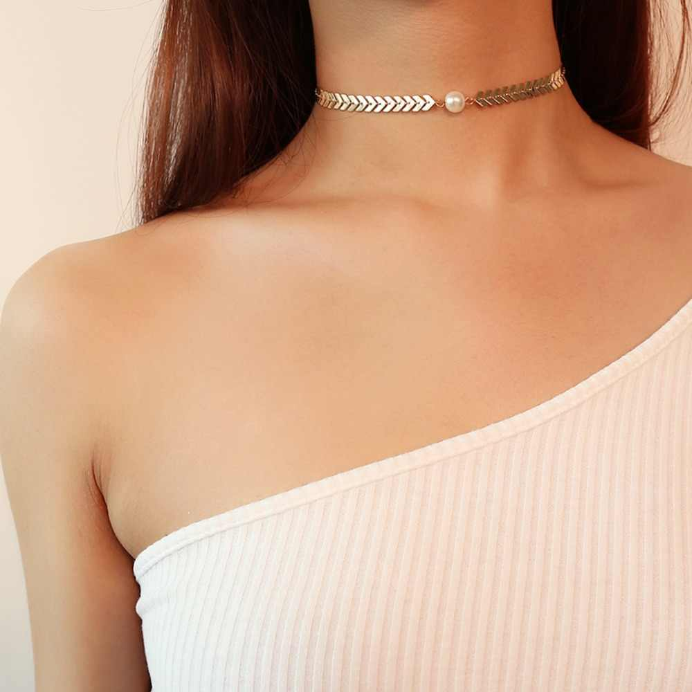Collar a la moda para mujer de 2020, collar de collar, Gargantilla de perlas simuladas, cadena de letra V, joyería para mujer