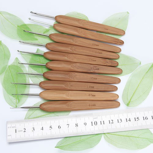 Lot of 10pcs Metal Hooks with Bamboo Handles 0.5 to 2.75 mm