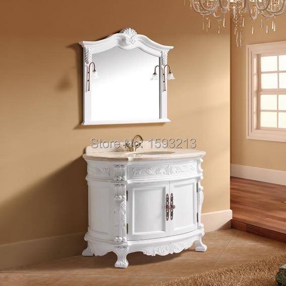 Classico mobiletto del bagno con piano in marmo, bacino di ceramica ...