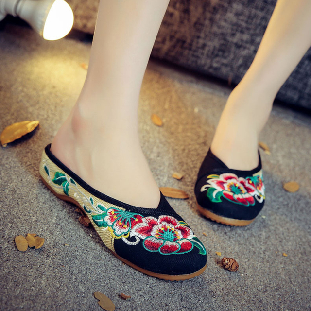 Hot sale vintage Summer Sexy women slippers Chinese embroidery shoes casual home women flower flip flops floral butterfly mules