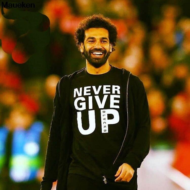 Mo Salah Você Nunca andará Sozinho Nunca Desistir de Liverpool Camiseta O Final Da Champions League Madrid 2019 NGU2 t-Shirt do pescoço de Algodão