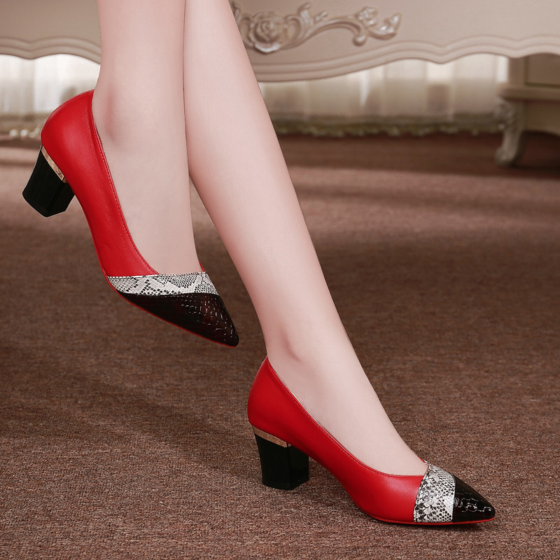 Fashion Shoes Woman Square Heels Pointed Toe Mid Heels Pump Women Patent Leather Pumps Women Shoes Plus Size DX3Fashion Shoes Woman Square Heels Pointed Toe Mid Heels Pump Women Patent Leather Pumps Women Shoes Plus Size DX3