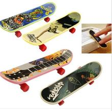 Plastic Mini Finger Skateboarding Fingerboard Toys Scooter Skate Boarding Classic Chic Game Boys Desk w/ jm-