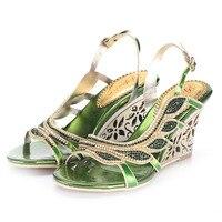 Yeşil Rhinestones Kadınlar Sandal Wedge Topuklar 8 cm Side Cut-çıkışları Kristaller Düğün Kadınlar Için Ayakkabı Sandalet Takozlar Ayakkabı gerçek Fotoğraf