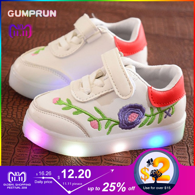 все цены на Fashion Children's Luminous Shoes Flower Embroidery Girls Shoes Warm LED Luminous Shoes Non-slip Wearable Children's Sneakers онлайн