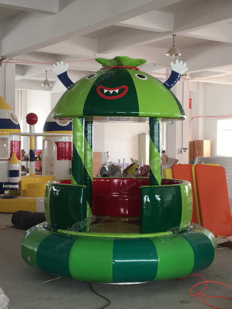 Chaises rotatives électriques douces de pastèque de terrain de jeu d'intérieur d'amusement d'enfants, équipement mou de jeu de bande dessinée adapté aux besoins du client