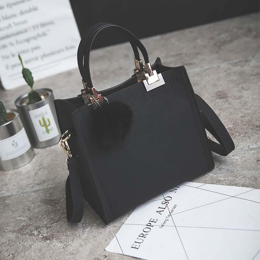 Сумка LANLOU, женская сумка на плечо, роскошные сумки, женские сумки, дизайнерская Высококачественная кожаная сумка-почтальон с помпонами, женская сумка - Цвет: Black