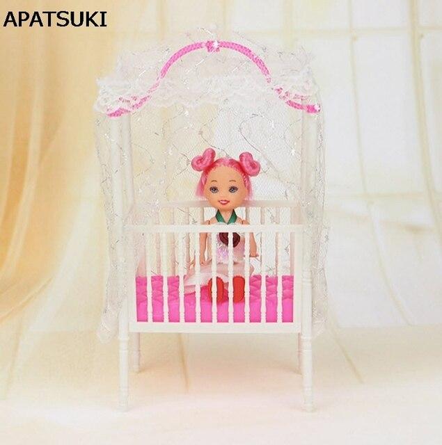 Plástico pequeño dulce bebé cuna para Barbie Niñas muñeca Muebles ...
