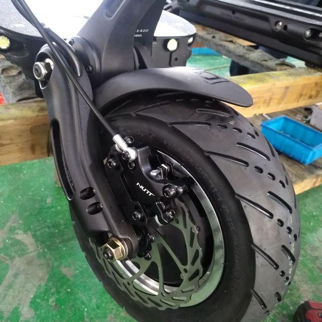 Motor de trueno con neumático y disco
