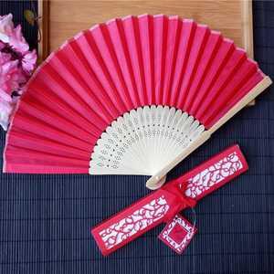 Image 4 - 30 teile/los Custom Faltung Fan Personalisierte Braut & Bräutigam Name & Datum Seide Hochzeit Dance Hand Fan mit Geschenk box Party Favors