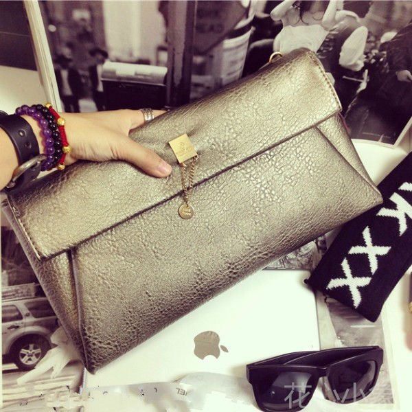 The new spring and summer 2016 Europe bag envelope hand bag female fashion personality metallic Shoulder