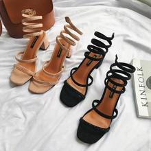 Удобные женские летние сандалии; модные однотонные кожаные сандалии-гладиаторы на квадратном среднем каблуке; обувь в римском стиле с квадратным носком; высокое качество