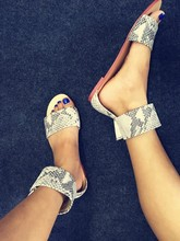 2018 Summer Ankle Buckles Ladies Flat Sandals Concise Style Dress Shoes New Fashion Gray Python Leather Women Open Toe