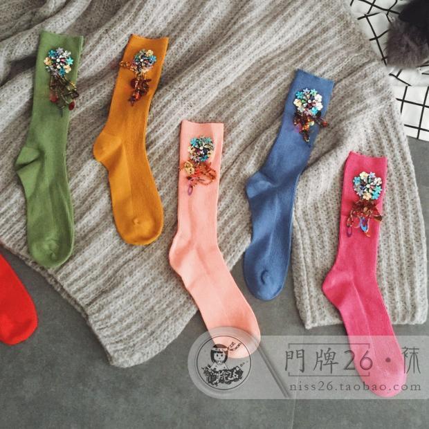 2017 Calcetines de Mujer Calcetines de Las Muchachas Populares Logo Estilo Caliente Lentejuelas Color Caramelo de Algodón Taladro Reactor de Tubo de Cuentas Borla de Mujeres