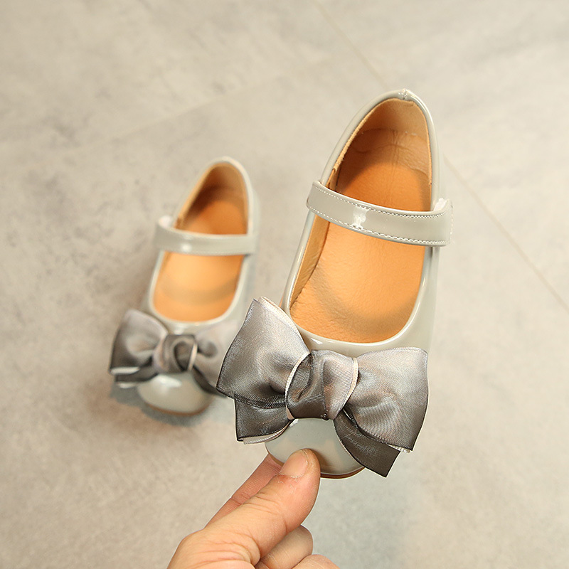 Black grey pink Baby Childrens princess shoes Fashion bowknot soft soled Girl 39 s shoes Spring Autumn Dance Wedding Party Shoes in Leather Shoes from Mother amp Kids