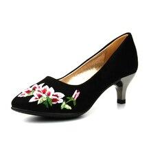 9bc4c674 Zapatos viejos del paño de Pekín en tacones altos bordado Cheongsam zapatos  de mujer Retro viento