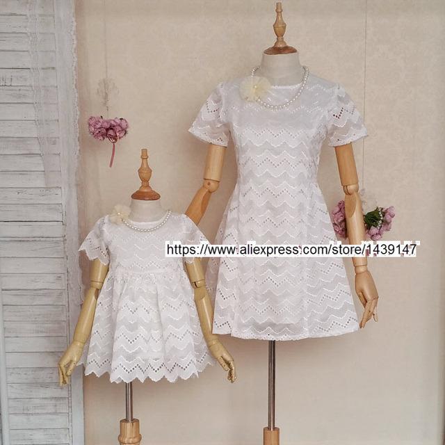 Verano niños clothing madre e hija familia equipada de ropa las mujeres de gran tamaño 4xl hollow blanco calado bordado vestidos
