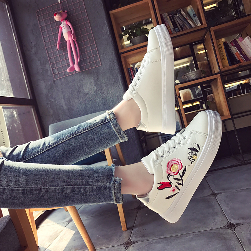 New 2018 European flower print beautiful adults flat high quality hot sales casual women shoes Embroider fashion sneakers woman european style 2016 new fashion jeans men print flowers slim trousers casual straight brand design skinny pants hot sales 0245