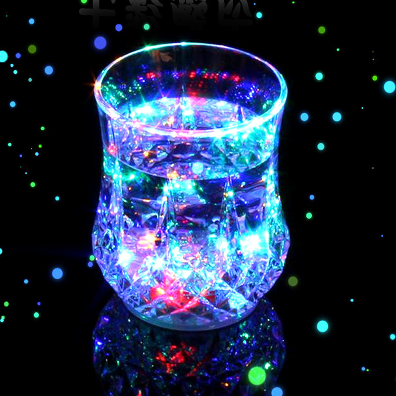 New <font><b>LED</b></font> <font><b>Light</b></font> Color <font><b>Flashing</b></font> Beer Mug Drink <font><b>Cup</b></font> <font><b>Colorful</b></font> <font><b>Induction</b></font> Pineapple <font><b>Cup</b></font> Encounter <font><b>water</b></font> will glowFor Party Decorative