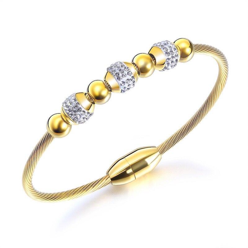 Купить женский браслет с магнитной пряжкой золотого цвета фианитами