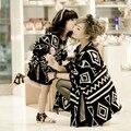 Семья мода одежду для матери и дочери семьи взгляд девушка и мать осень геометрическая летучая мышь мыс кофта верхней одежды